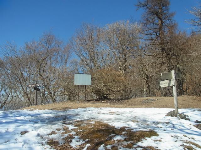 御坂黒岳(新御坂トンネル河口湖口) 旧御坂峠【登山口コースガイド】
