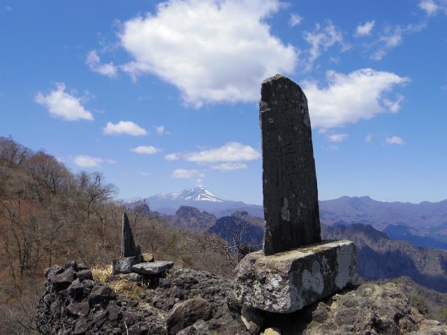 表妙義 白雲山(大の字~相馬岳)御嶽三社大神の石碑と浅間山【登山口コースガイド】