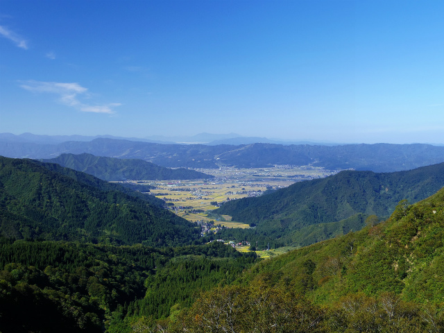 八海山(屏風道~新開道)五合目付近からの展望【登山口コースガイド】