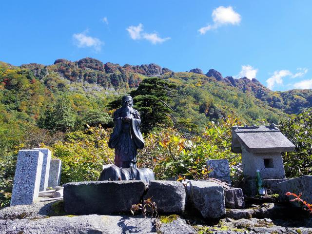 八海山(屏風道~新開道)ノゾキの松七合目 摩利支天【登山口コースガイド】
