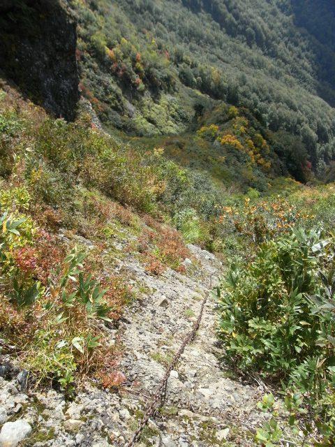 八海山(屏風道~新開道)八合目手前の鎖場【登山口コースガイド】