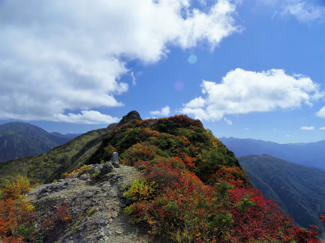 八海山(屏風道~新開道)地蔵岳山頂から不動岳の展望【登山口コースガイド】