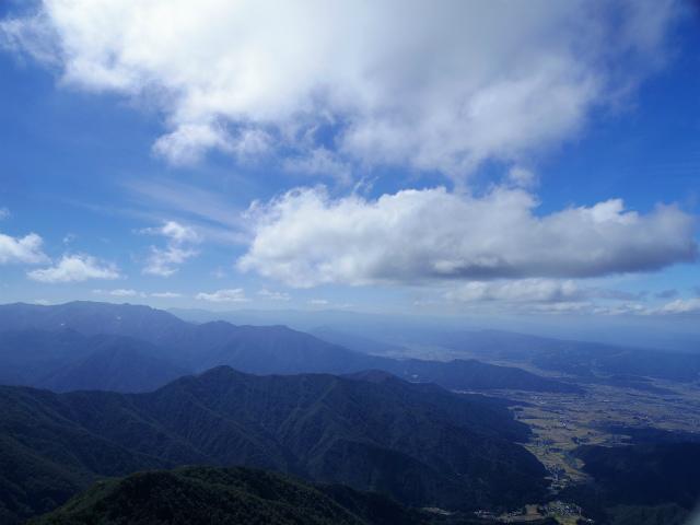 八海山(屏風道~新開道)地蔵岳山頂から巻機山・苗場山の展望【登山口コースガイド】