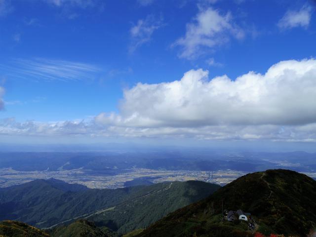 八海山(屏風道~新開道)地蔵岳山頂から稜線と日本海の展望【登山口コースガイド】