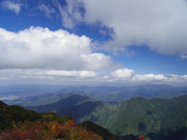 八海山(屏風道~新開道)地蔵岳山頂から越後山脈の展望【登山口コースガイド】