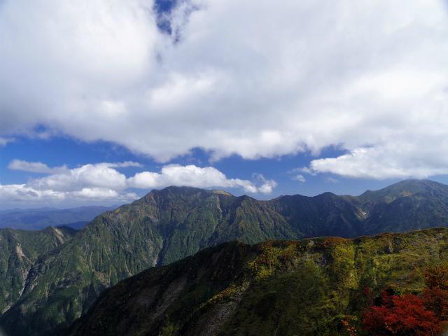 八海山(屏風道~新開道)地蔵岳山頂から越後三山(駒ケ岳・中ノ岳)の展望【登山口コースガイド】
