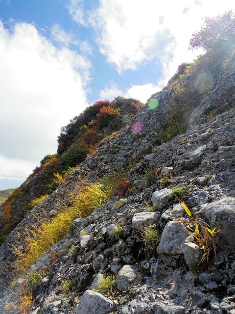 八海山(屏風道~新開道)東面のトラバース【登山口コースガイド】