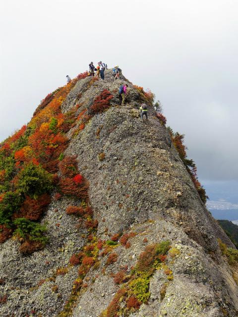 八海山(屏風道~新開道)大日岳山頂直下の鎖場【登山口コースガイド】