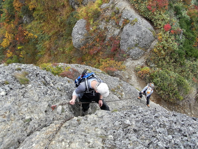 八海山(屏風道~新開道)八ツ峰最後の鎖場【登山口コースガイド】