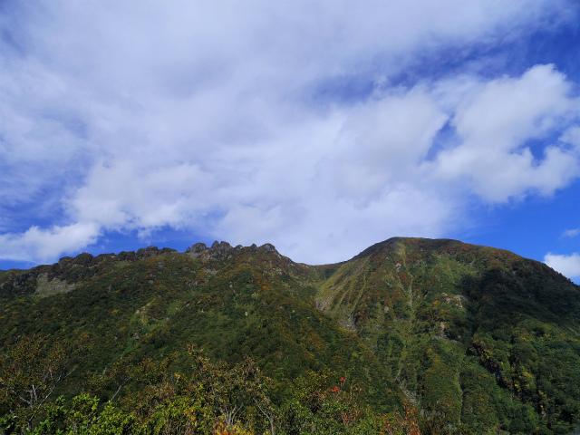 八海山(屏風道~新開道)カッパ倉からの八海山全山の眺望【登山口コースガイド】