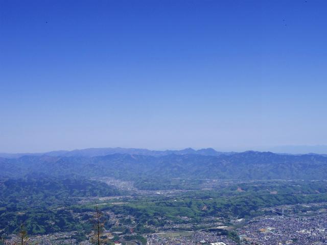 武甲山(表参道コース) 登山口コースガイド 山頂から秩父の山並み【登山口ナビ】