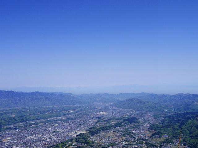 武甲山(表参道コース) 登山口コースガイド 山頂から秩父の街並み【登山口ナビ】