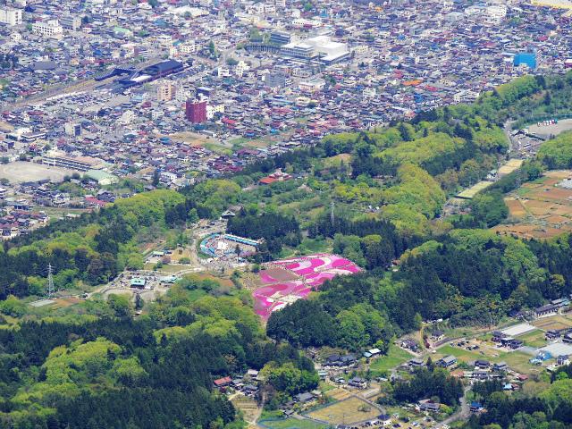 武甲山(表参道コース) 登山口コースガイド 山頂から羊山公園の芝桜【登山口ナビ】