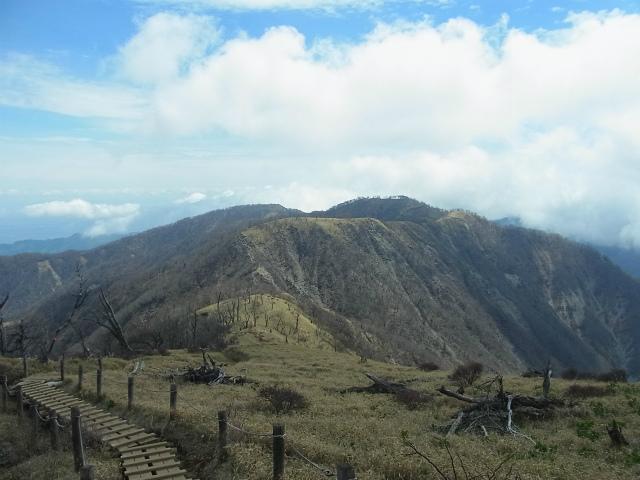 蛭ヶ岳(白馬尾根~鬼ヶ岩)コースガイド 山頂直下からの鬼ヶ岩【登山口ナビ】