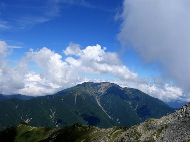 北岳(左俣コース)登山口コースガイド 山頂直下からの仙丈ヶ岳【登山口ナビ】