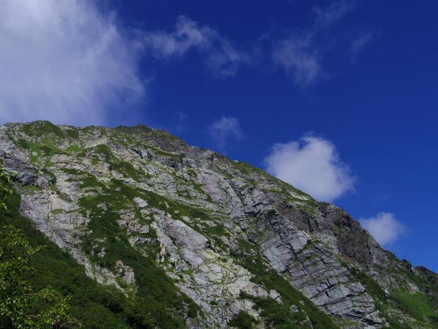 北岳(左俣コース)登山口コースガイド 八本歯のコル手前からの北岳バットレス【登山口ナビ】