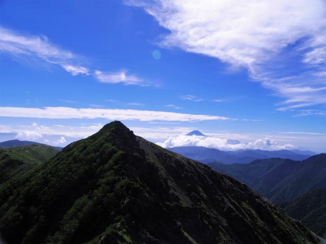 北岳(左俣コース)登山口コースガイド 八本歯のコル上からの富士山【登山口ナビ】