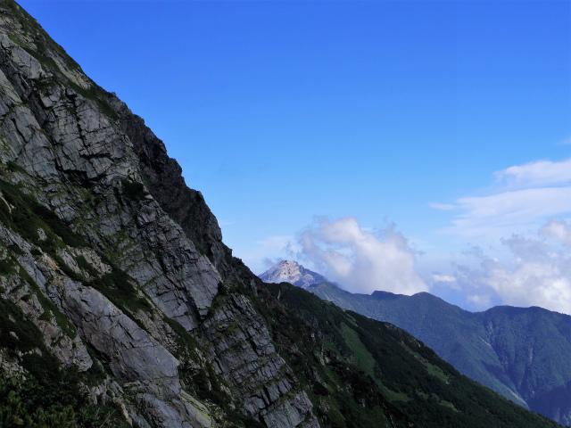 北岳(左俣コース)登山口コースガイド 北岳バットレス越しの甲斐駒ケ岳【登山口ナビ】