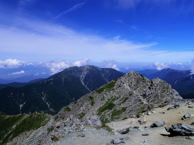 北岳(左俣コース)登山口コースガイド 北岳山頂からの仙丈ケ岳【登山口ナビ】