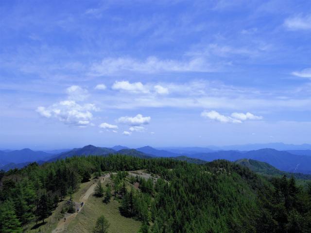雲取山(七ツ石山・鴨沢ルート)登山口コースガイド 山頂からの石尾根の眺望【登山口ナビ】