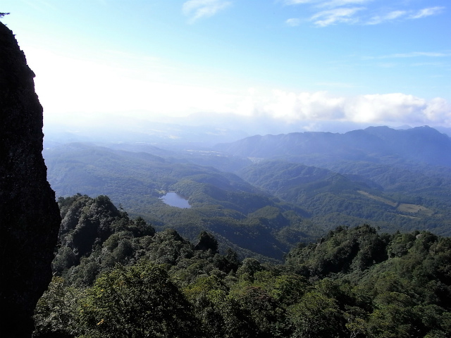 戸隠山(西岳・本院岳~P1尾根) 登山口コースガイド 天狗の露地からの鏡池【登山口ナビ】