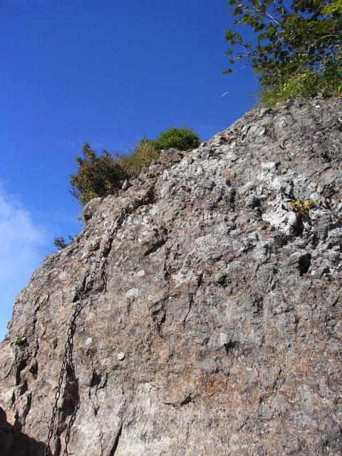 戸隠山(西岳・本院岳~P1尾根) 登山口コースガイド 胸突岩の鎖場最上部【登山口ナビ】