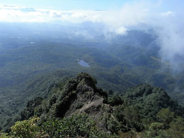 戸隠山(西岳・本院岳~P1尾根) 登山口コースガイド 八方睨からのナイフリッジと鏡池【登山口ナビ】