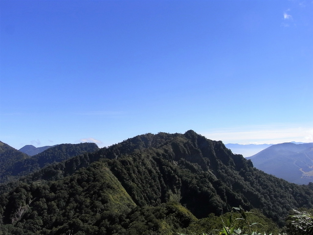 戸隠山(西岳・本院岳~P1尾根) 登山口コースガイド 稜線からの八方睨【登山口ナビ】