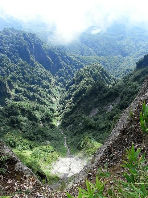 戸隠山(西岳・本院岳~P1尾根) 登山口コースガイド 稜線からの百丈沢【登山口ナビ】