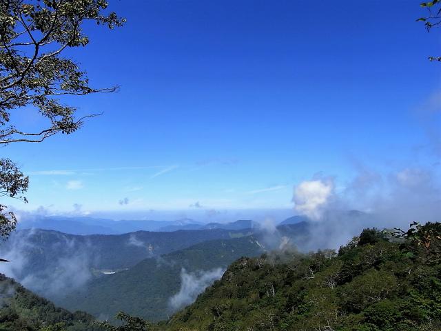 戸隠山(西岳・本院岳~P1尾根) 登山口コースガイド 本院岳山頂からの日本海方面【登山口ナビ】