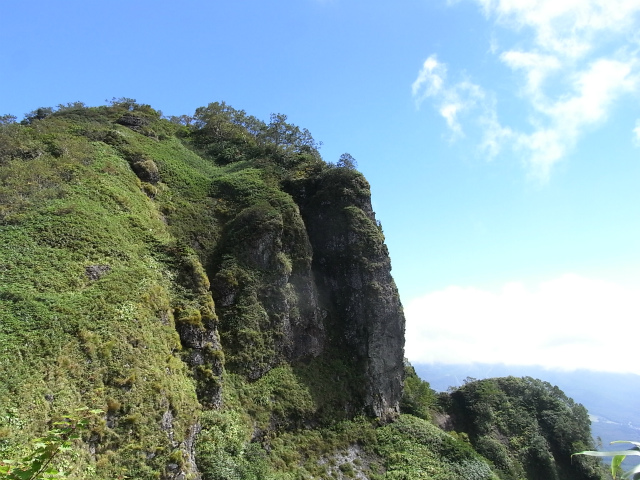 戸隠山(西岳・本院岳~P1尾根) 登山口コースガイド 西岳小ピークからの本院岳【登山口ナビ】