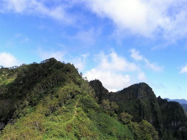 戸隠山(西岳・本院岳~P1尾根) 登山口コースガイド 稜線からの西岳・本院岳【登山口ナビ】