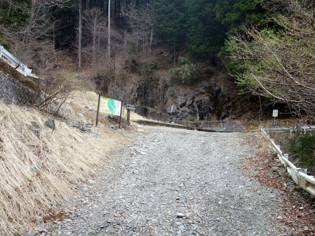 乾徳山(銀晶水・徳和コース)登山口コースガイド 徳和林道分岐【登山口ナビ】