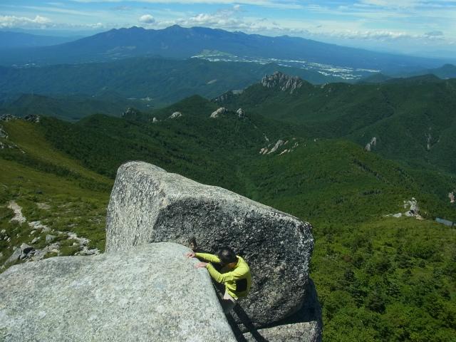 金峰山・五丈石(大弛峠~朝日岳)登山口コースガイド 五丈石最上段への登り方【登山口ナビ】