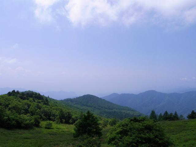 乾徳山(大平高原~道満尾根)登山口コースガイド 月見岩からの展望【登山口ナビ】