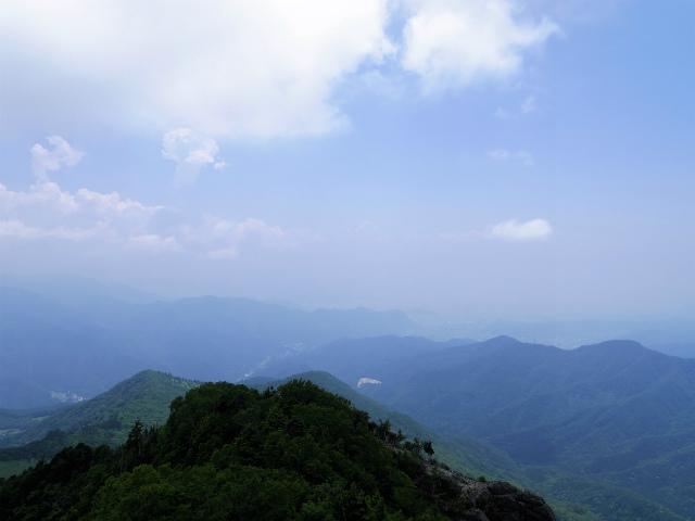 乾徳山(大平高原~道満尾根)登山口コースガイド 鳳岩山頂からの御坂山地・富士山【登山口ナビ】