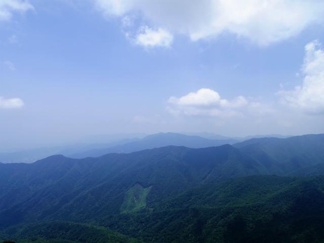 乾徳山(大平高原~道満尾根)登山口コースガイド 鳳岩山頂からの烏ノ尾根・南アルプス【登山口ナビ】