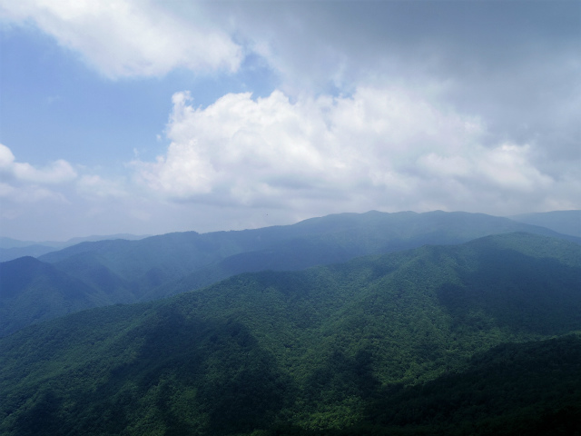 乾徳山(徳和峠~道満尾根コース)鳳岩山頂からの金峰山・奥秩父【登山口ナビ】