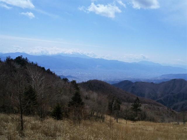 乾徳山(大平高原~道満尾根)登山口コースガイド 国師ヶ原高原からの富士山【登山口ナビ】