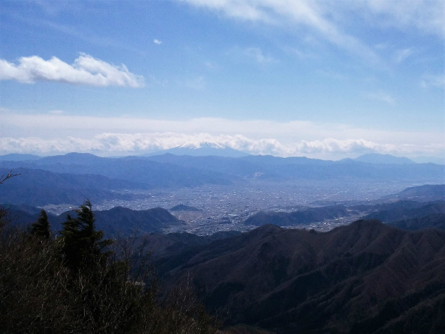 乾徳山(大平高原~道満尾根)登山口コースガイド 露岩の展望台【登山口ナビ】