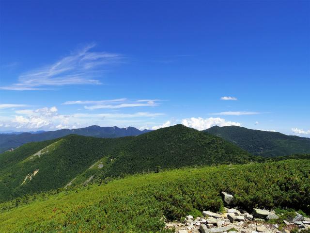 金峰山・五丈石(大弛峠~朝日岳)登山口コースガイド 稜線からの朝日岳の眺望【登山口ナビ】