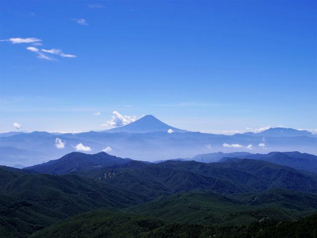 金峰山・五丈石(大弛峠~朝日岳)登山口コースガイド 金峰山山頂からの富士山【登山口ナビ】