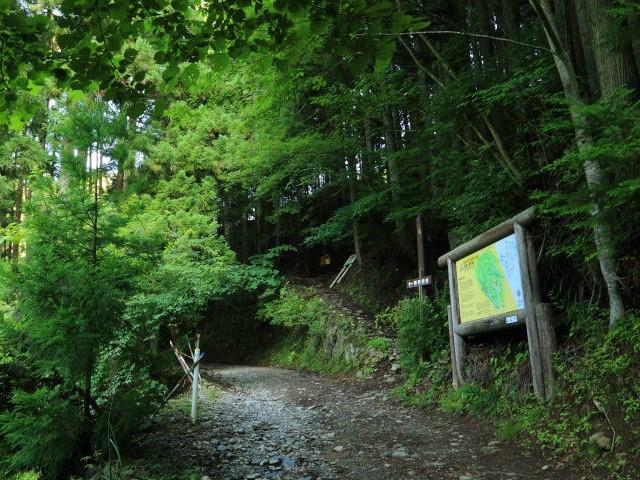 乾徳山(銀晶水・徳和コース)登山口コースガイド 徳和林道登山口【登山口ナビ】