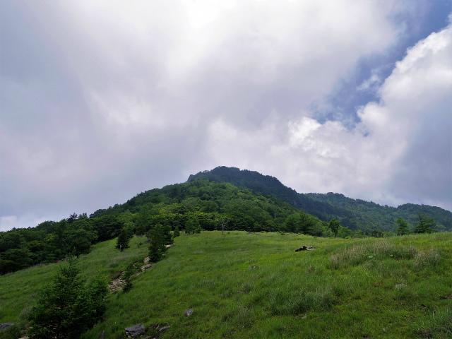乾徳山(銀晶水・徳和コース)登山口コースガイド 月見岩からの乾徳山【登山口ナビ】