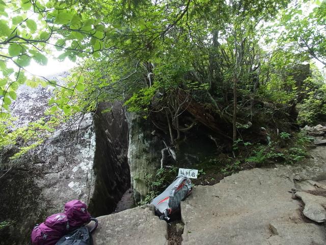 乾徳山(銀晶水・徳和コース)登山口コースガイド 髭剃岩【登山口ナビ】