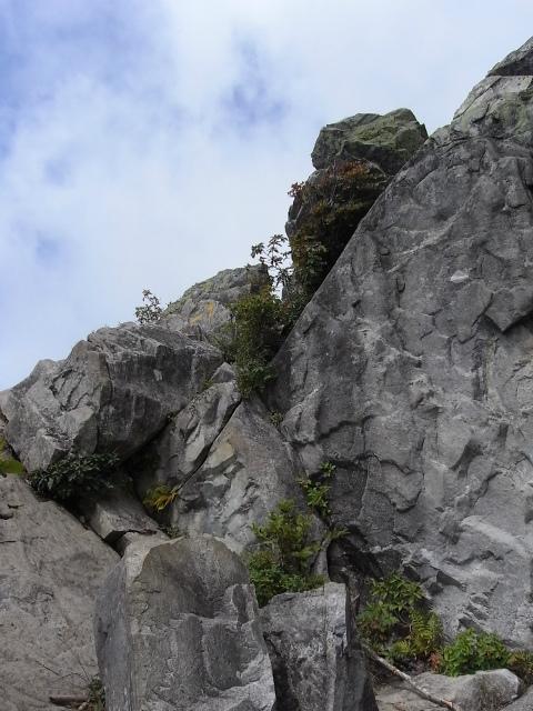 乾徳山(銀晶水・徳和コース)登山口コースガイド【登山口ナビ】