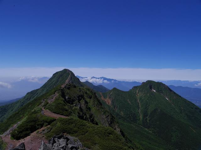 八ヶ岳・横岳(県界尾根)登山口コースガイド 三叉峰山頂からの赤岳と阿弥陀岳と南アルプス【登山口ナビ】
