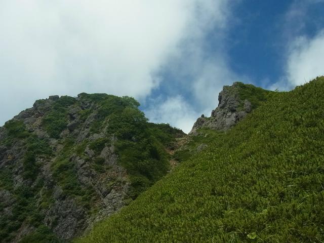 八ヶ岳・阿弥陀岳(南沢~中岳のコル) 登山口コースガイド 岩場からの西ノ肩(摩利支天)【登山口ナビ】