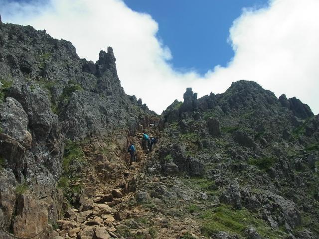 八ヶ岳・赤岳(南沢~文三郎尾根) 登山口コースガイド 竜頭峰下の急登【登山口ナビ】