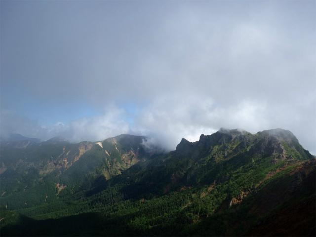 八ヶ岳・阿弥陀岳(南沢~中岳のコル) 登山口コースガイド 中岳山頂からの横岳・硫黄岳【登山口ナビ】